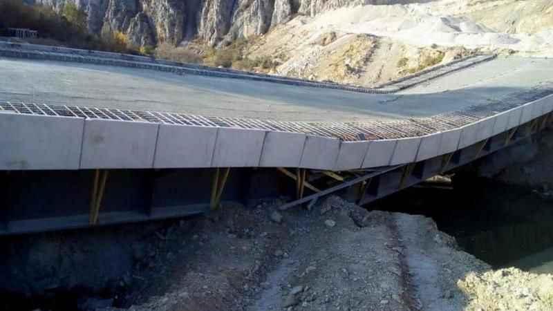 AKP'li belediye tarafından yapımı devam eden köprü çöktü