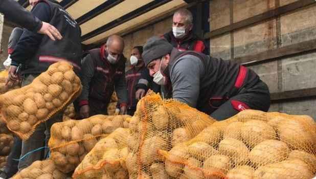 Patates ve soğan yüklü TIR'lar İstanbul ilçelerinde