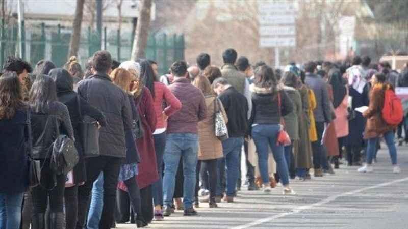 Ekonomi iyi gidiyorsa üç kişiden biri niye işsiz?