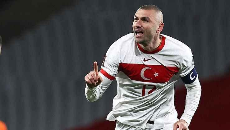 Milli futbolcu Burak Yılmaz'dan Dorukhan ve Ömür'e çağrı