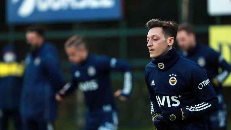 Mesut Özil, antrenmanın tamamında takım ile çalıştı!