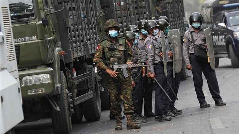 Myanmar'da darbeci Tatmadaw ordusu cami yağmaladı!