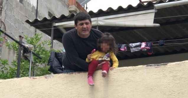 4 yaşındaki kızını damdan atmakla tehdit eden baba tutuklandı
