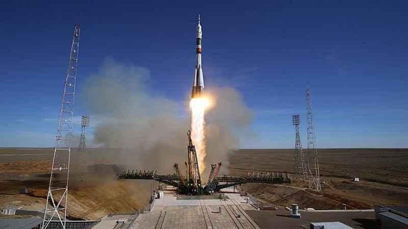 Soyuz MS-17 uzay aracıyla 3 astronot Kazakistan'a döndü