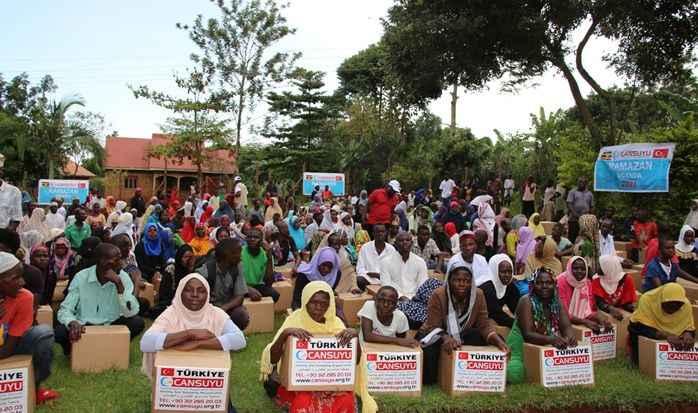 Cansuyu Derneği, Uganda'da kumanya kolisi dağıttı