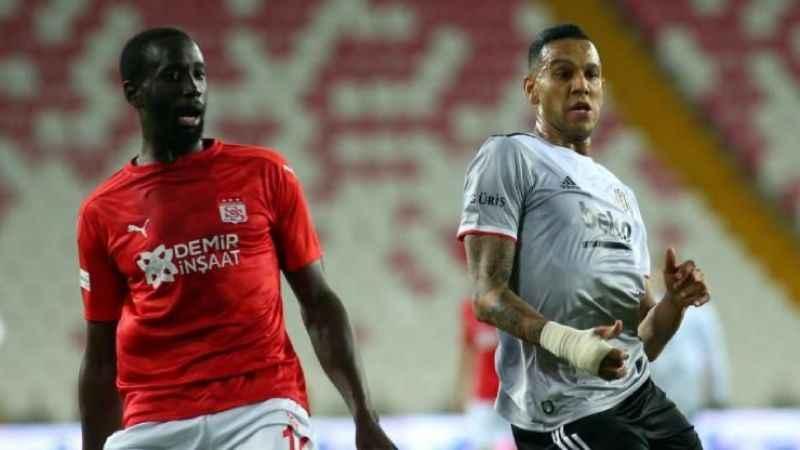 Beşiktaş yara aldı; Sivasspor 13 maça çıkardı...