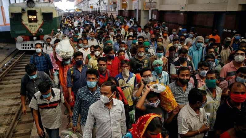 Hindistan'da salgın raydan çıktı! Günlük vaka 300 bine dayandı!