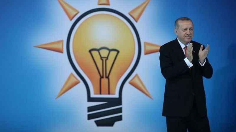 Ocaktan: 'Türk tipi' rejim AK Parti'nin genetiğini bozdu