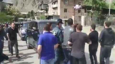 Ermeniler Paşinyan'ın yolunu kesti! Defol, işin yok burada!