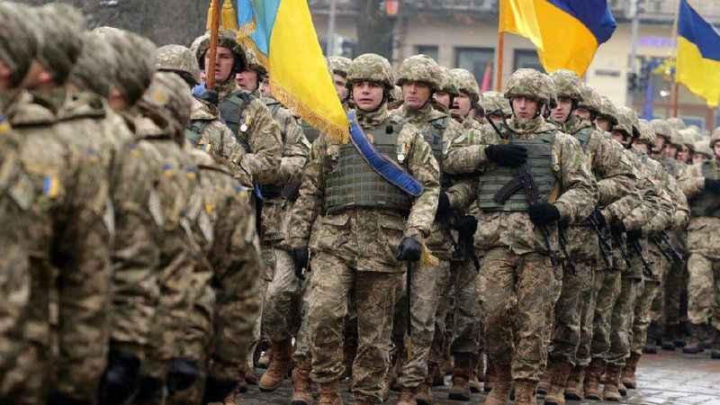 Ukrayna'dan kritik adım! Asker sayısını arttırıyor!
