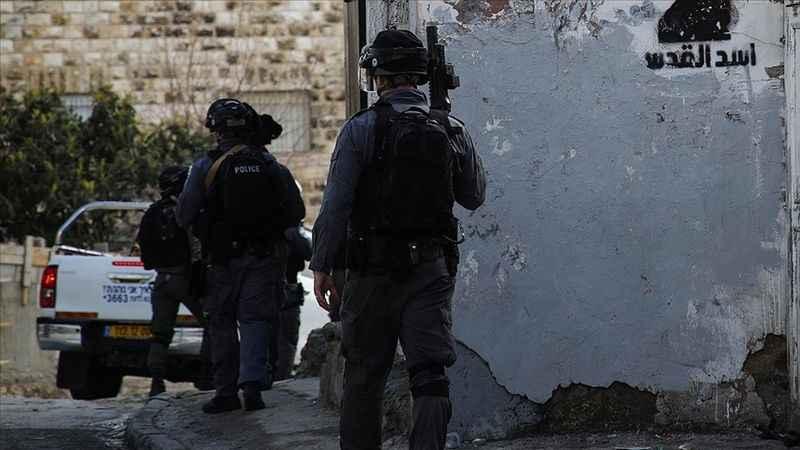 Siyonist İsrail 50'den fazla Filistinliyi gözaltına aldı