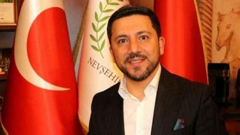 AKP'li eski belediye başkanı Rasim Arı'dan, AKP'lilere tepki!