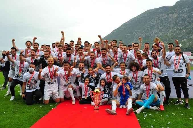 Şampiyon Manisa FK kupasına kavuştu