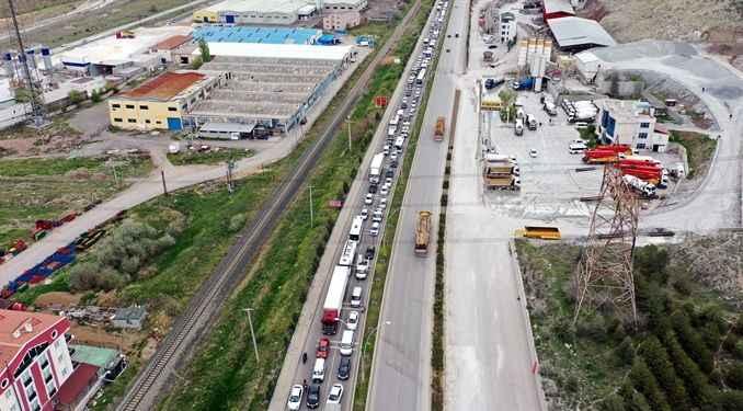 Başkent'te tam kapanmanın ilk gününde trafik yoğunluğu