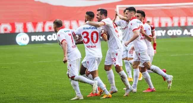 Samsunspor 3 puanı 3 golle aldı! Şampiyonluk iddiası sürüyor