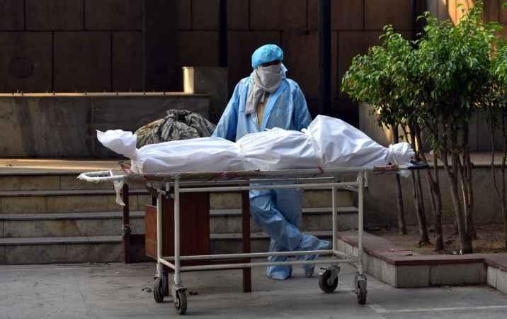 Hindistan'da yeni rekor: Bir günde 3 bin 689 kişi öldü