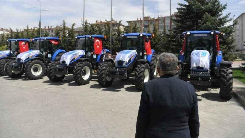 AKP'li belediyeler bunu da yaptı! AKP'li değilsen traktör yok!