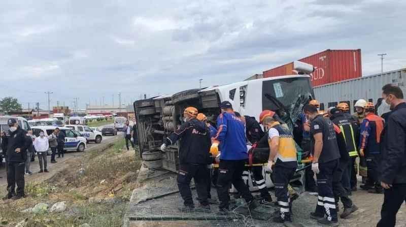 Bursa'da işçi midibüsü kaza yaptı. Ölü ve yaralılar var