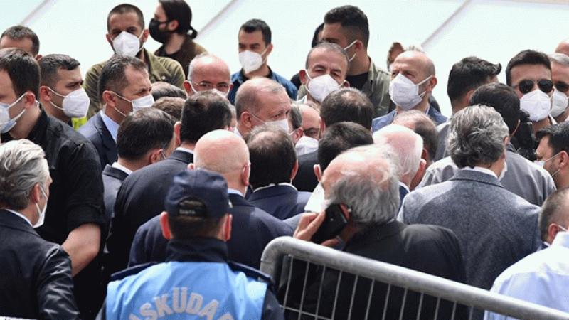 """Erdoğan'ın katıldığı """"lebaleb"""" cenaze töreni hakkında suç duyurusu"""
