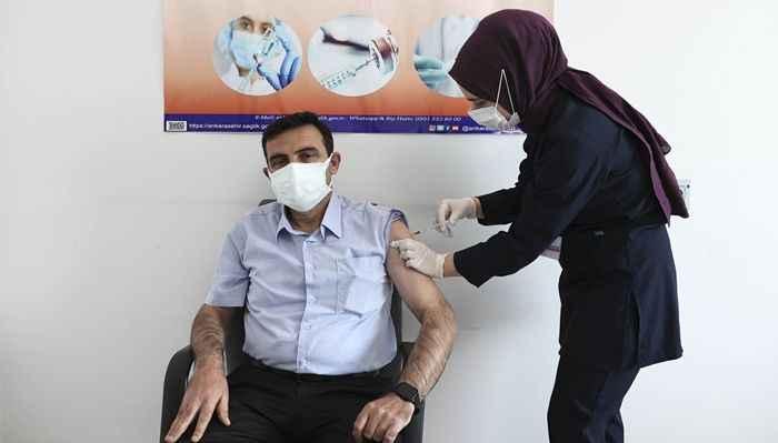 Muhtarlara koronavirüs aşısı yapılmaya başlandı