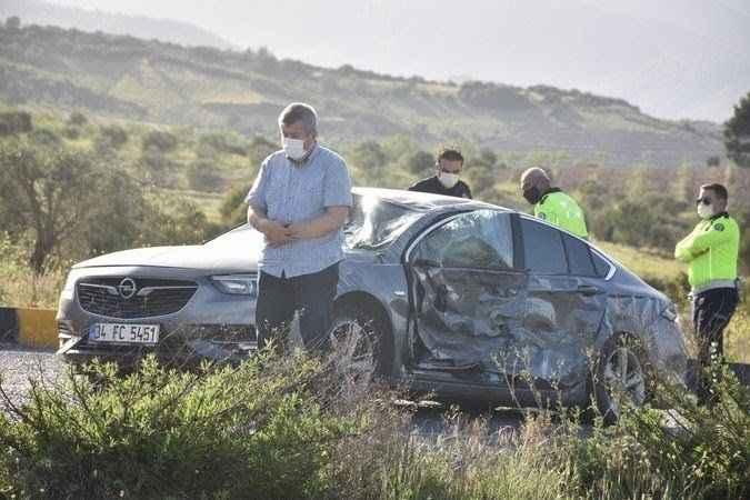Kaza sonucu hurdaya dönen aracından sağ çıkıp şükür namazı kıldı