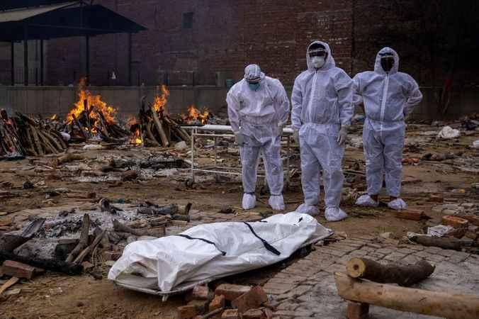 Hindistan'da ölüm ateşi sönmüyor! Can kaybı 4 bine dayandı!