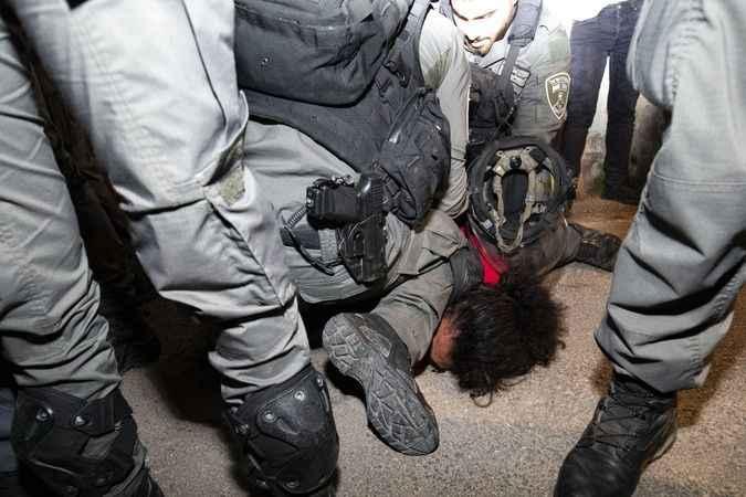 Siyonist İsrail'den Filistinli gence Floyd müdahalesi! Beni boğuyorsun