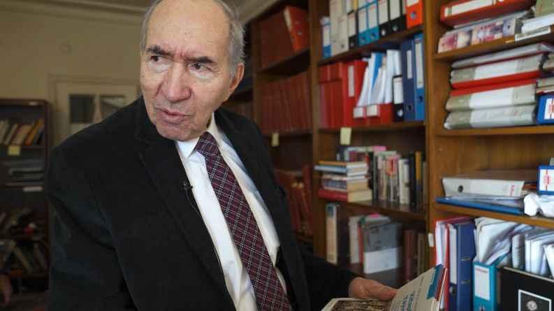 Altan Öymen 10 bin kitabını ve arşivi Beşiktaş Belediyesi'ne bağışladı