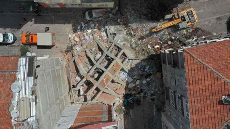 Zeytinburnu'nda 4 bina tahliye edildi
