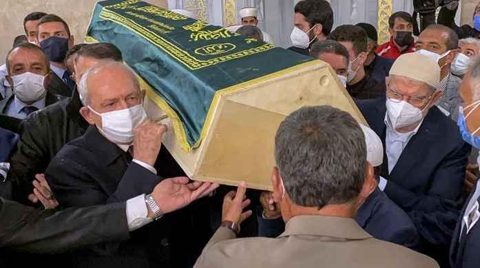 Kılıçdaroğlu, eski Devlet Bakanı Erhan'ın cenaze törenine katıldı