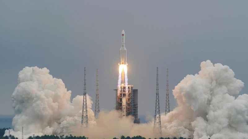 Çin'in kontrolden çıkan uzay roketi düştü!