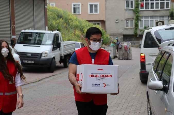 Türk Kızılay'ı Ramazan ayında yetimlerin yüzlerini güldürdü
