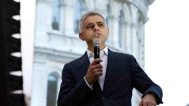 Londra'da Müslüman aday ikinci kez belediye başkanlığını kazandı