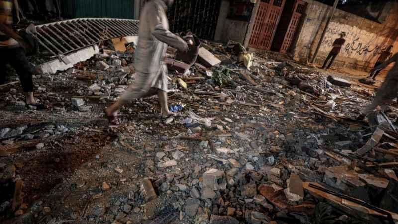 Siyonist İsrail Gazze'de binayı vurdu! Şehit sayısı 25'e çıktı