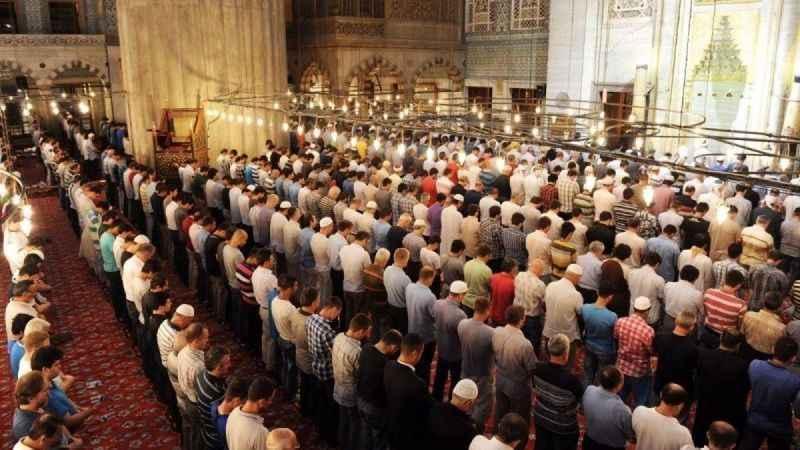 Bayram namazı camilerde kılınacak mı? Bayram namazı kaçta kılınacak?