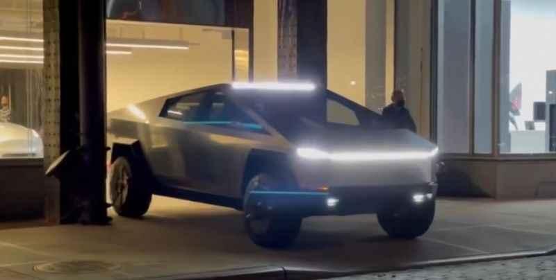 Tesla Cybertruck yeniden görüntülendi
