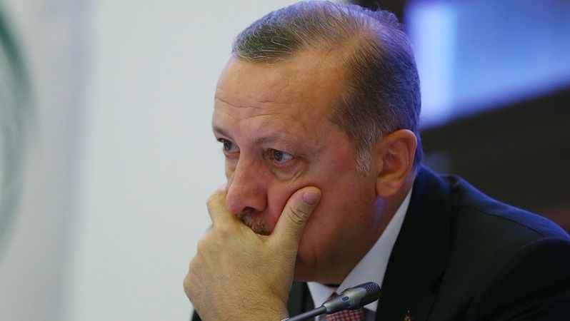 Erdoğan'da iki kötü haber birden: Ankette hem oyları düştü hem de...