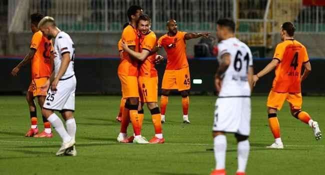 Galatasaray zirveye ortak oldu; şampiyonluk son haftaya kaldı