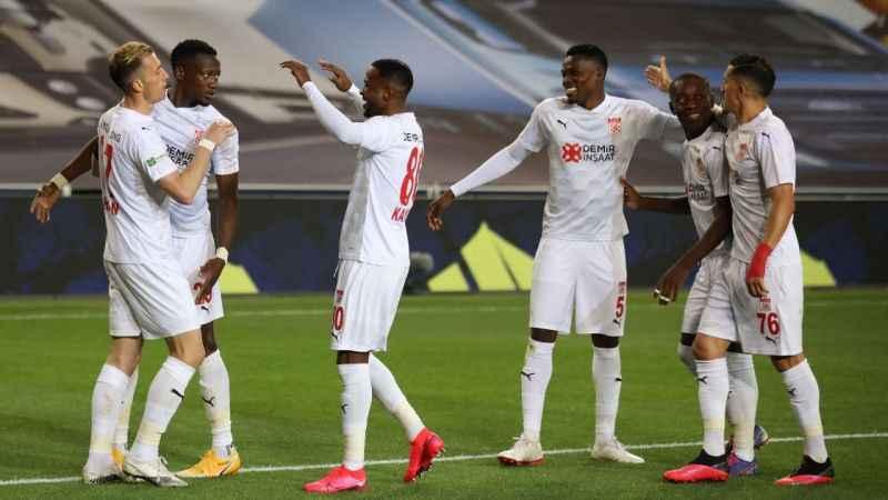 Sivasspor, İstanbul'da ilk kez kazandı