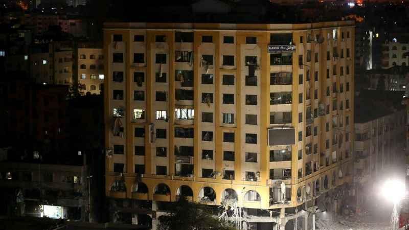 Son Dakika! Siyonist İsrail Gazze'de 9 katlı binayı vurdu!