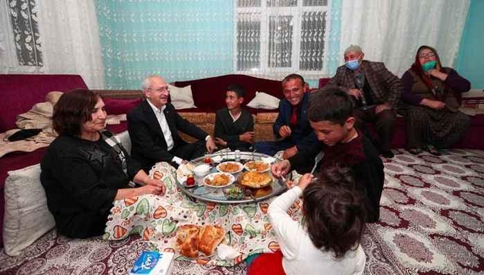 Kılıçdaroğlu, linç girişiminde misafir olduğu aile ile iftar yaptı