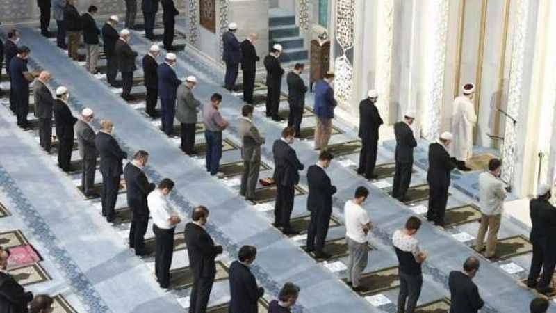 Yarın camilerde Bayram Namazı kılınacak mı? Açıklandı