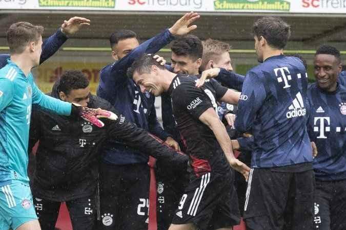 Lewandowski'den rekora ortak
