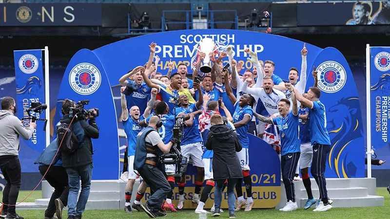 Şampiyon Rangers, ligi namağlup bitirdi
