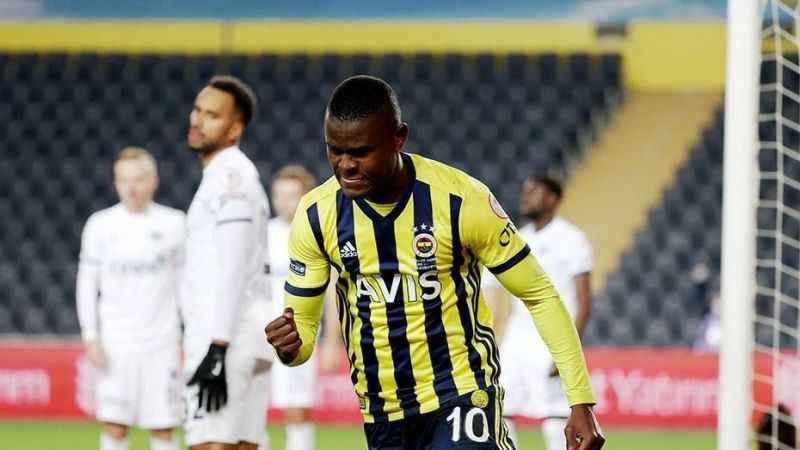 Fenerbahçe Samatta ile ilgili kararını verdi