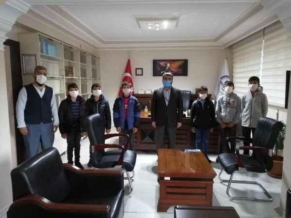 Öğrenciler aldıkları ödülleri Filistin'e bağışladı