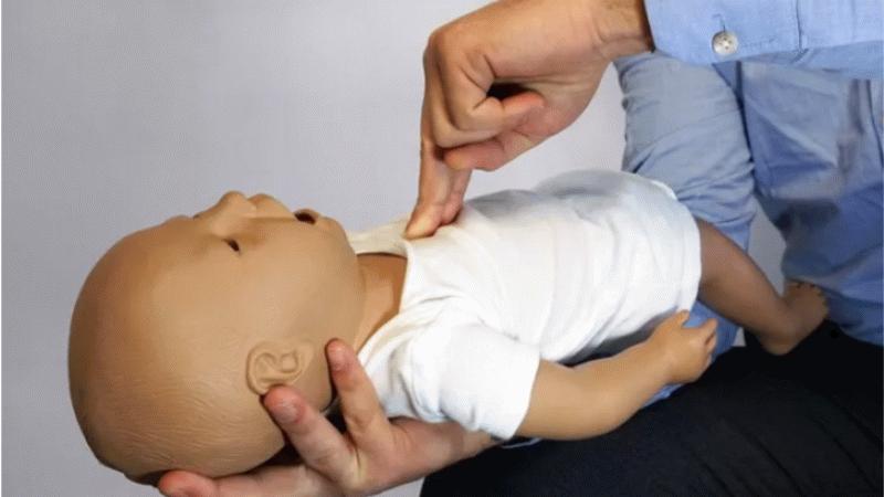 Heimlich manevrası nedir, nasıl yapılır?