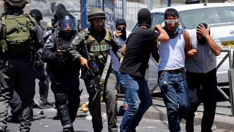 Siyonist İsrail Batı Şeria ve Kudüs'te 50 Filistinliyi gözaltına aldı
