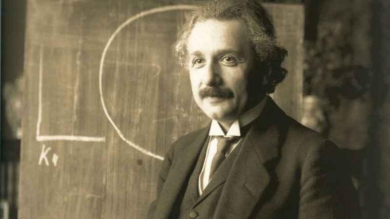 Albert Einstein'ın E=mc² formüllü mektubu rekor fiyata satıldı