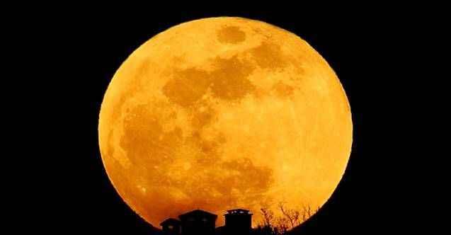Dünya 'Süper Çiçek Kanlı Ay' tutulmasına kilitlendi